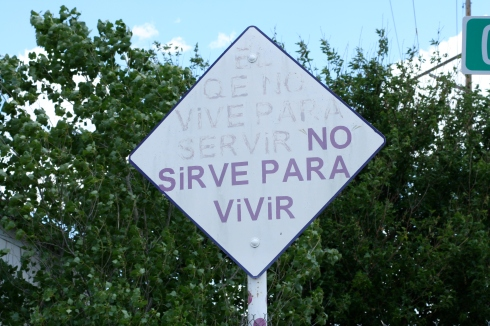 "This one says ""EL QE NO VIVE PARA SERVIR NO SIRVE PARA VIVIR"" which according to my Dad translates to ""HE WHO HAS NO PURPOSE SERVES NO PURPOSE."""